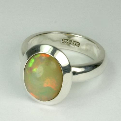 RA100 äthiopischer Opal 39 8x11 mm oval michig