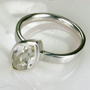 RA235 Bergkristall 7x14 mm
