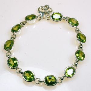 AB25 Peridot 6x8 mm oval